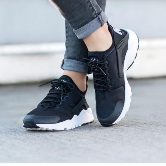 the latest 5aebb d4c9d Nike Women's Air Huarache Run Ultra White/Black
